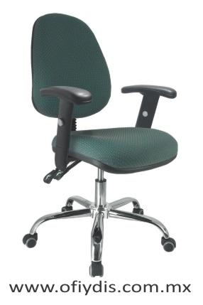 silla operativa para escritorio base cromada con brazos E-13511